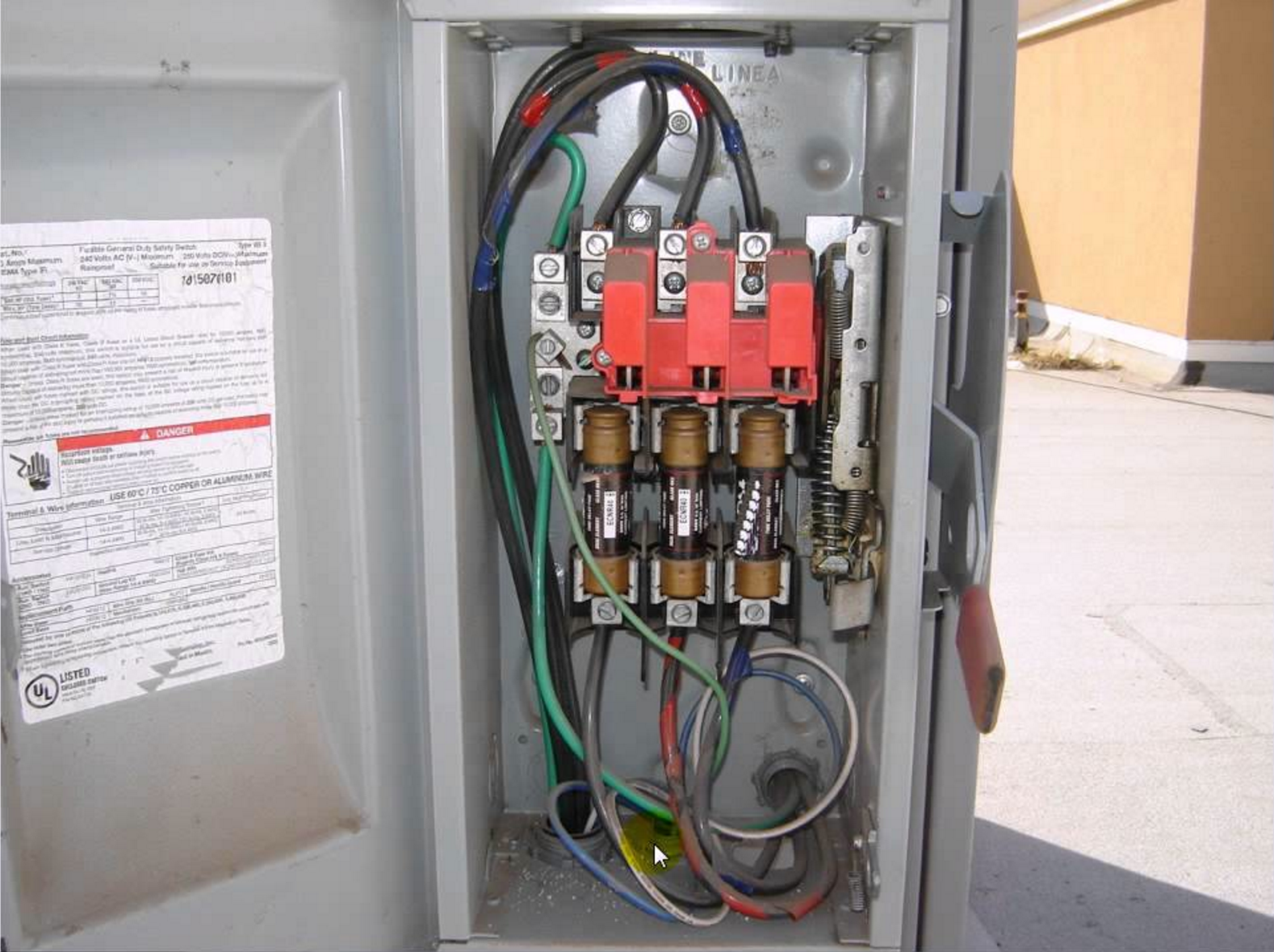 a 3 phase electrical disconnect box